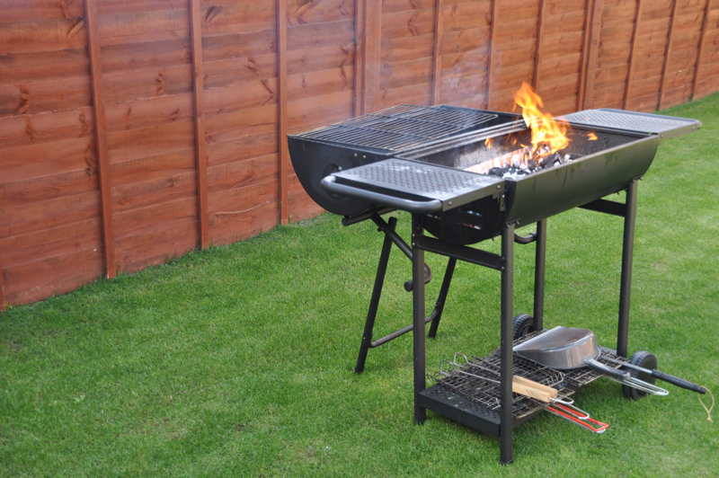 Outdoor barbecue grill